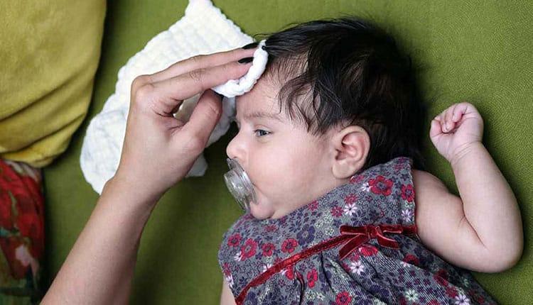 علت عرق کردن سر نوزاد چیست و چگونه برطرف می گردد؟